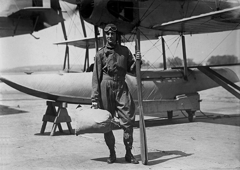 Richard Evelyn Byrd przy samolocie Vought VE-7 Bluebird