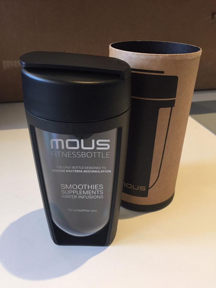 W oscarowej torbie z prezentami jest modna butelka na wodę marki Mous - ma ograniczać ryzyko namnażania się bakterii.