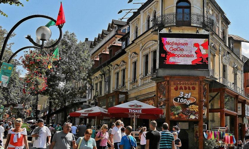 Katolicka organizacja nie chce reklamy klubu go-go w pobliżu Krupówek