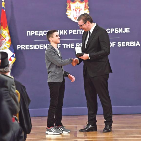 Veljku Đuriću nagradu je uručio predsednik Srbije Aleksandar Vučić