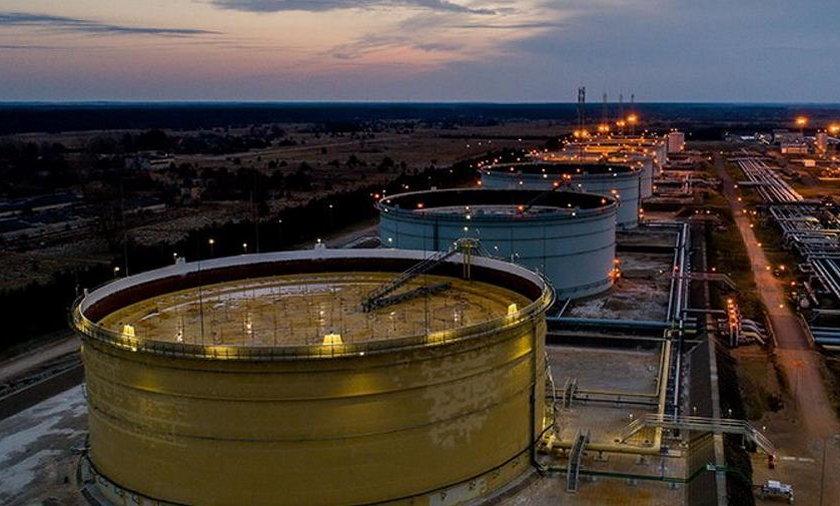 Wyciek zanieczyszczeń na Litwie. Tony ropy płyną do Bałtyku