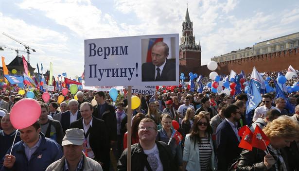 Pierwszomajowe demonstracje w Moskwie. Fot. EPA/YURI KOCHETKOV/PAP/EPA