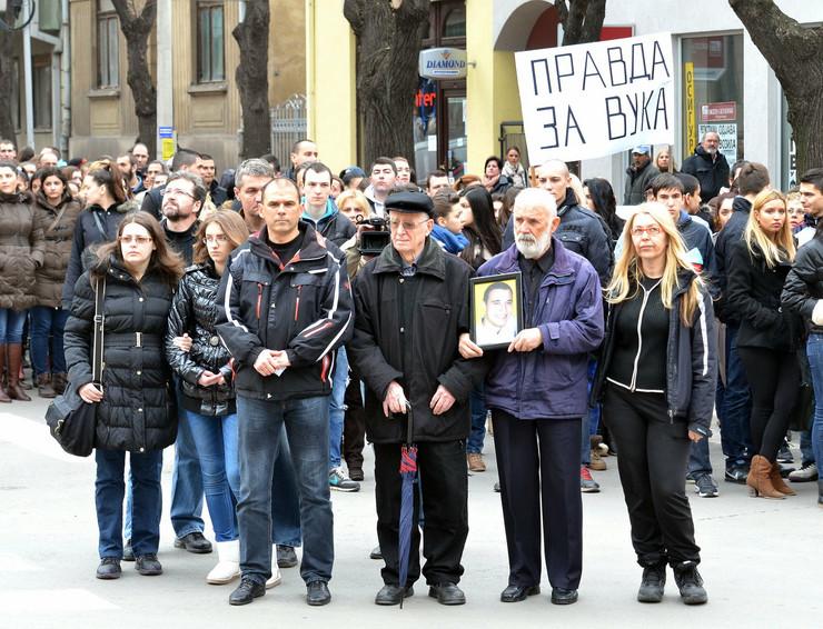 451099_nis13-3-2014-protest-ispred-zgrade-supa-u-nisu-ras-k-kamenov