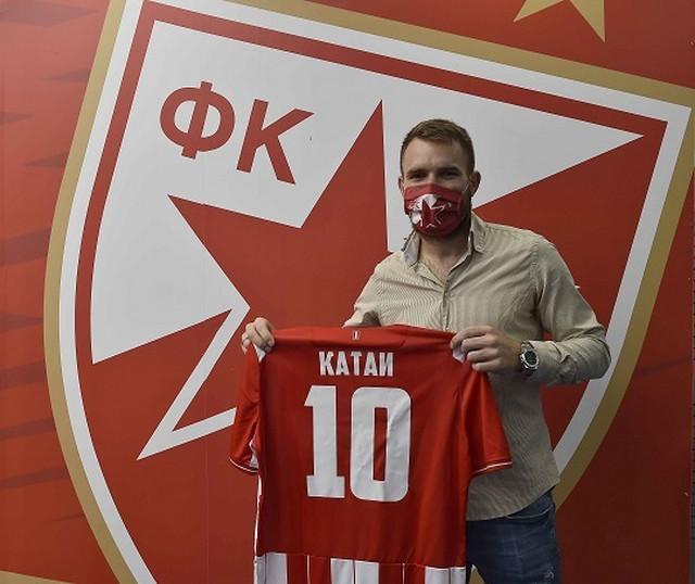 Aleksandar Katai na potpisivanju ugovora