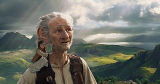Ludzie i olbrzymy. 'BFG: Bardzo Fajny Gigant' Spielberga już w kinach