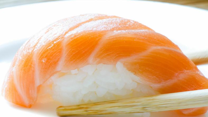 Jeden krążek sushi może zawierać od 290 do 350 kalorii
