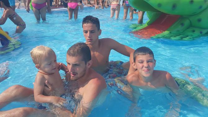 Svi u porodici su ponosni na Ognjena: sa braćom Nenadom, Ivanom i Aleksom