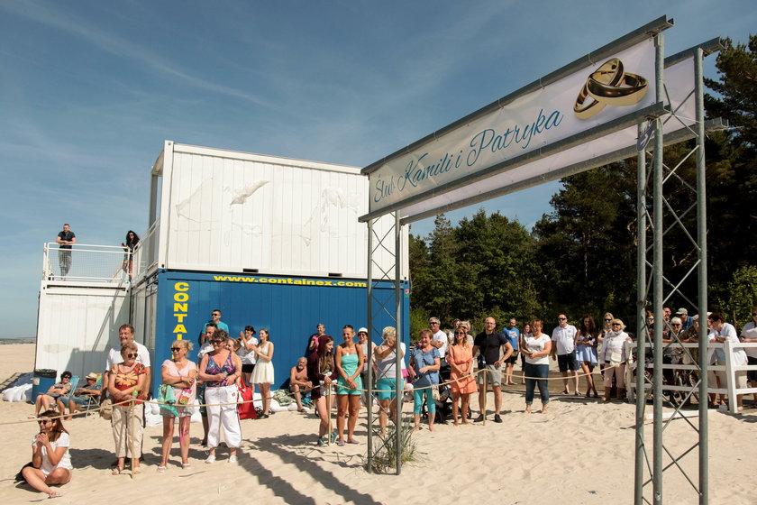 Kamila i Patryk z Lęborka pobrali się na plaży w Łebie