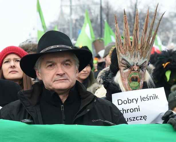 """Włodzimierz Cimoszewicz podczas """"marszu entów"""" w obronie Puszczy Białowieskiej"""