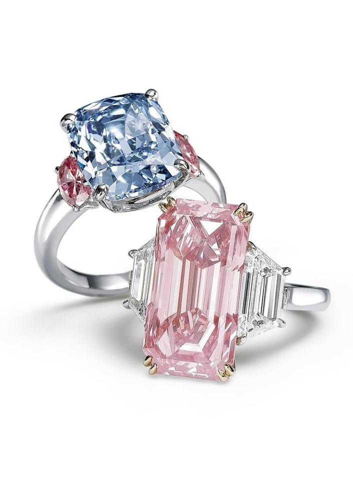 Niebieski diament otoczony różowymi kamieniami