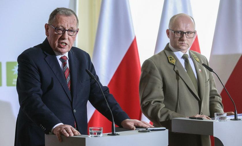 Minister środowiska Jan Szyszko i wiceminister środowiska Andrzej Konieczny