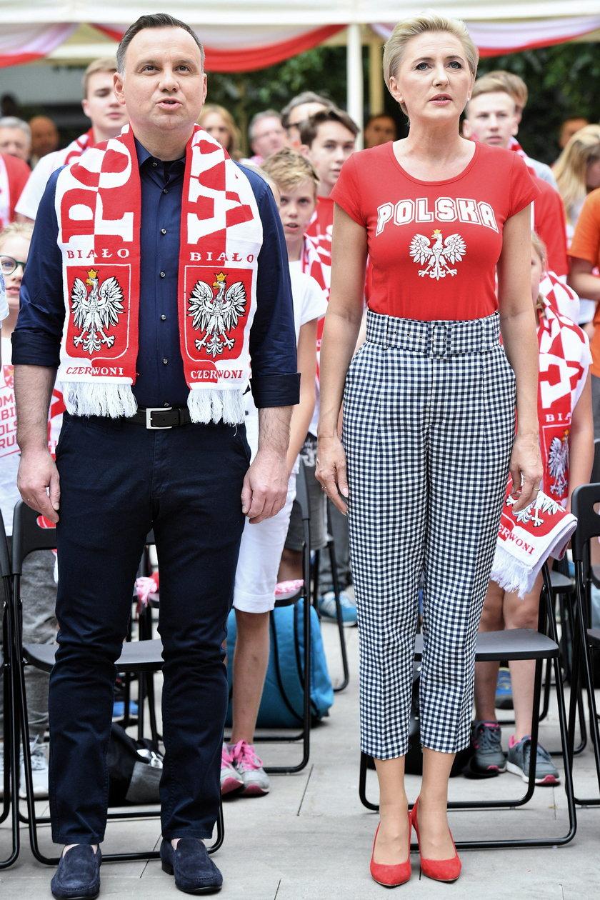 Prezydent Duda z żonąkibicowali Polsce