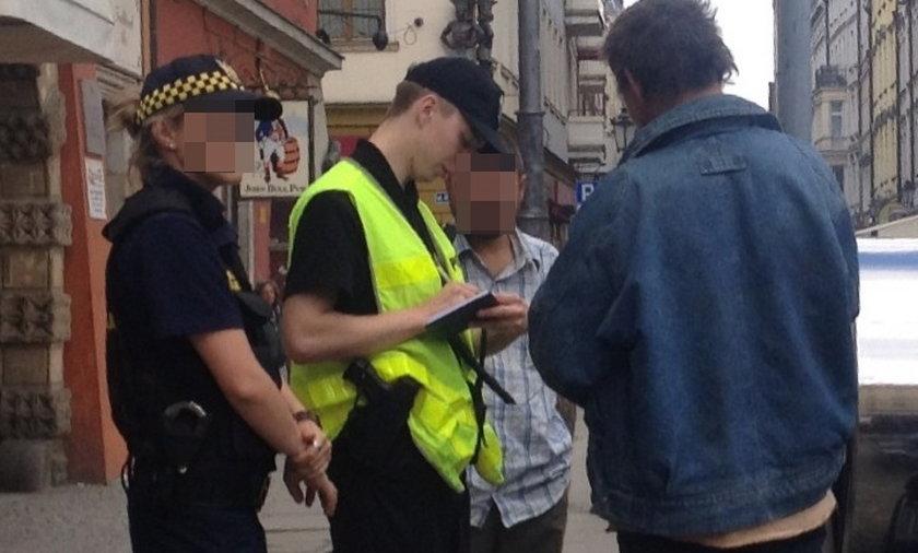 Policja i straż miejska spisuje żuli