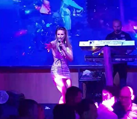 MALO KOJA PEVAČICA bi pristala na ono što je Rada Manojlović uradila na nastupu! Video