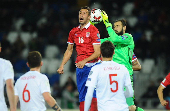 Luka Milivojević u duelu sa golmanom Gruzije