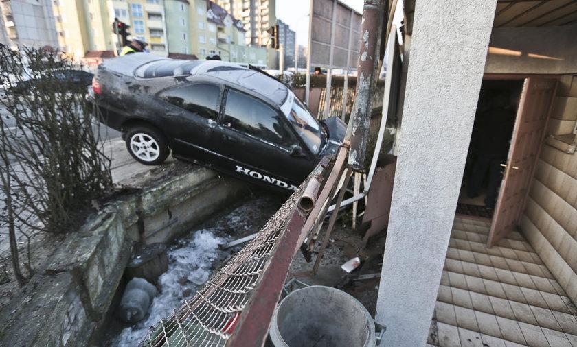 Zielona Góra. Honda uderzyła w dom