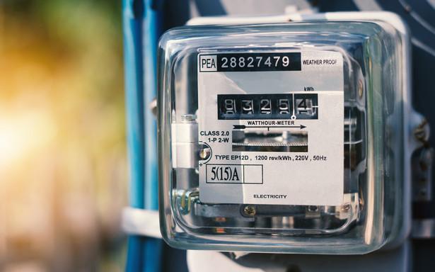 W połowie 2019 r. 3,4 mln - ponad jedna czwarta - gospodarstw domowych, będących klientami czterech największych sprzedawców prądu, nie korzystało z zatwierdzonych dla tych przedsiębiorstw taryf - wynika z danych Urzędu Regulacji Energetyki.