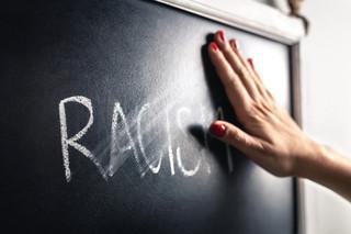Pochodzenie etniczne i narodowość przeszkadza nam najbardziej. Jest nowy raport o przestępstwach z nienawiści