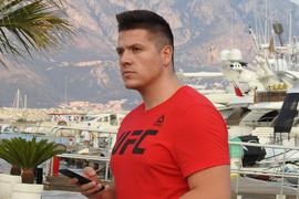 Nakon skandala sa Lunom i saslušanja u policiji, Sloba Radanović ponovo u NJENOM ZAGRLJAJU