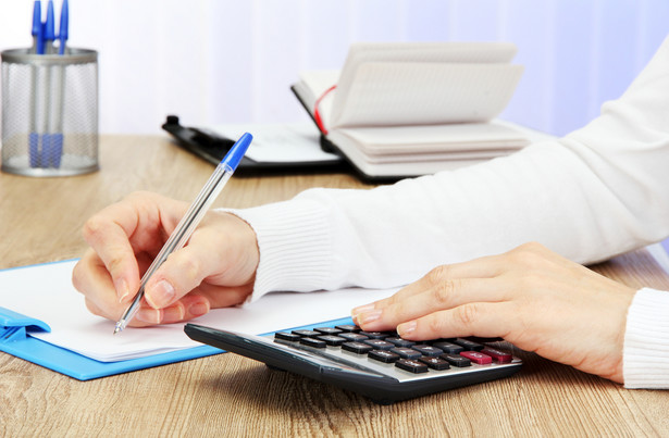 Niezłożenie wymaganej deklaracji w terminie wiąże się z odpowiedzialnością karną podatnika na mocy kodeksu karnego skarbowego.
