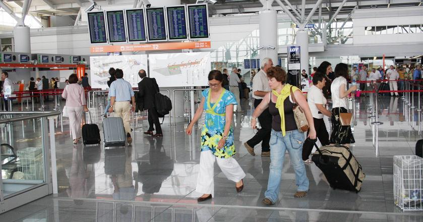 W lipcu i sierpniu ub. roku Lotnisko Chopina obsłużyło 3,4 mln pasażerów. To więcej niż jedna piąta liczby pasażerów, którzy skorzystali z niego przez cały rok