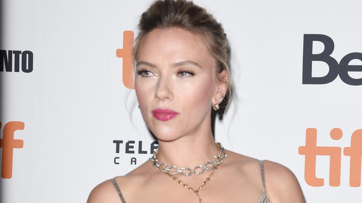 A minapi botrány után újra berágott Scarlett Johansson: 50 millió dolláros pert indít