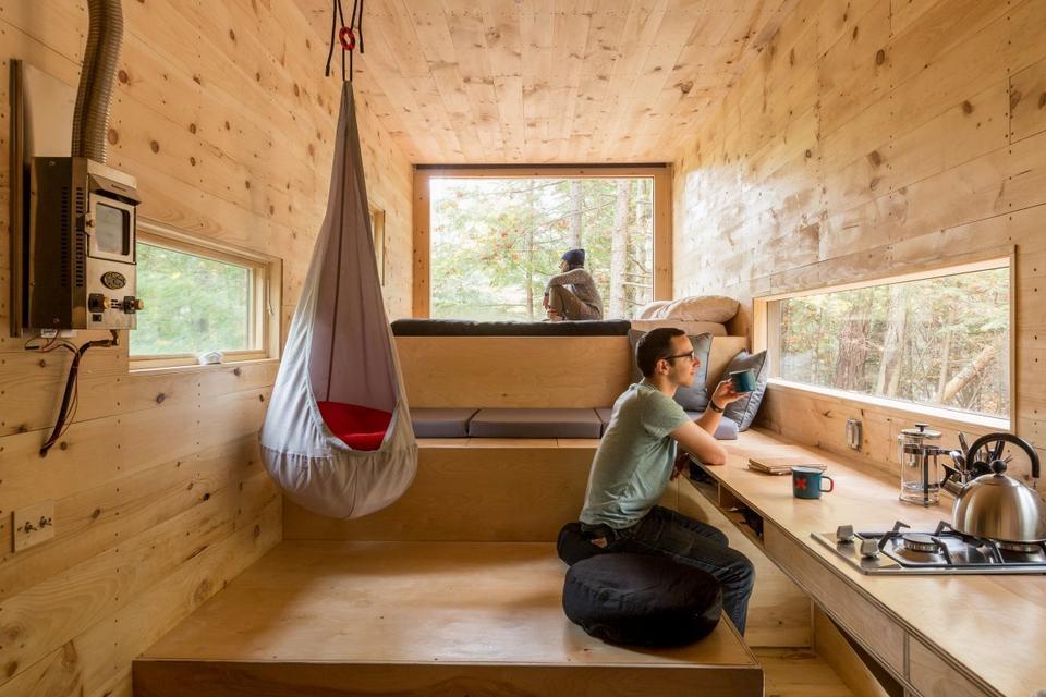 Ma trzy poziomy i oferuje mnóstwo miejsca do przesiadywania, jedzenia i spania.