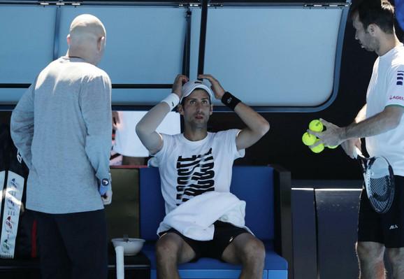 Spreman za izazove: Novak Đoković sa stručnim štabom