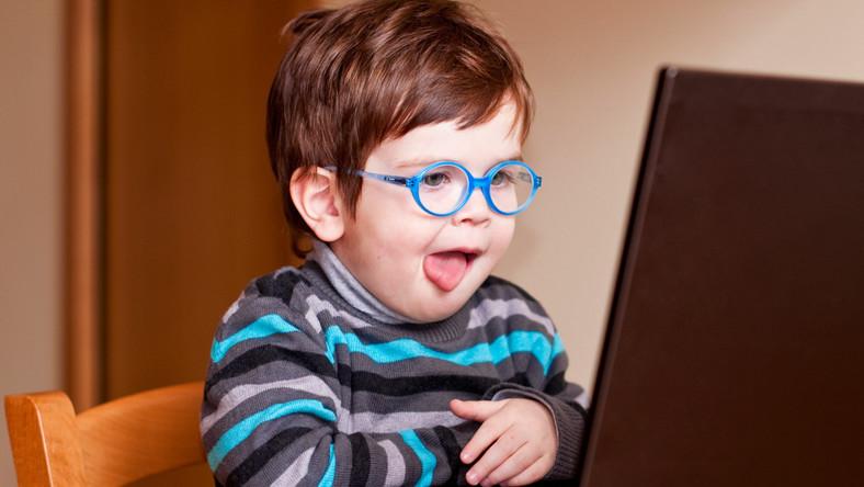 Dzieci mają mniejszy nim się wydaje wpływ na to, co robią ich dzieci w internecie.