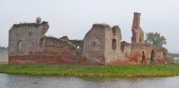 Zło czai się w ruinach. Ludzie giną przy przeklętym zamku!