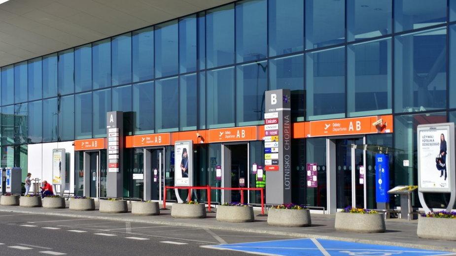 Lotnisko im. Fryderyka Chopina w Warszawie (Zdjęcie ilustracyjne)
