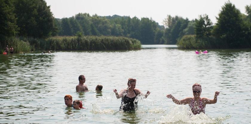 Zielona woda na kąpieliskach