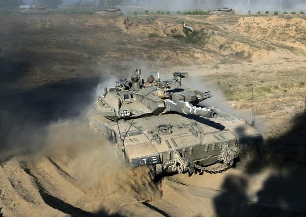 Izrael od kilku dni prowadzi ofensywę lądową w Strefie Gazy EPA/JIM HOLLANDER