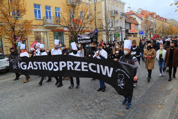 """"""" Gastrosprzeciw """" - protest wlascicieli restauracji w zwiazku z obostrzeniami i zamykaniem lokali gastronomicznych z powodu pandemii koronawirusa"""