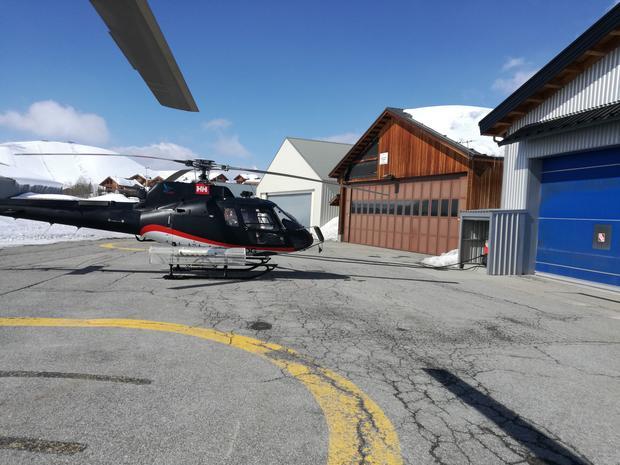 Podróż helikopterem, choć szybka, bywa zależna od warunków pogodowych