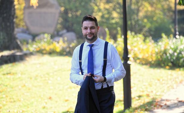 Warszawską kartę LGBT+ podpisał w sierpniu kandydat komitetu Wygra Warszawa na prezydenta stolicy Jan Śpiewak. Karta podpisana przez Śpiewaka zakłada m.in. utworzenie hostelu interwencyjnego dla osób homoseksualnych i transpłciowych, wprowadzenie dodatkowych zajęć w szkołach dot. edukacji seksualnej i programu szkoły wolnej od dyskryminacji oraz infolinii dla osób LGBT.