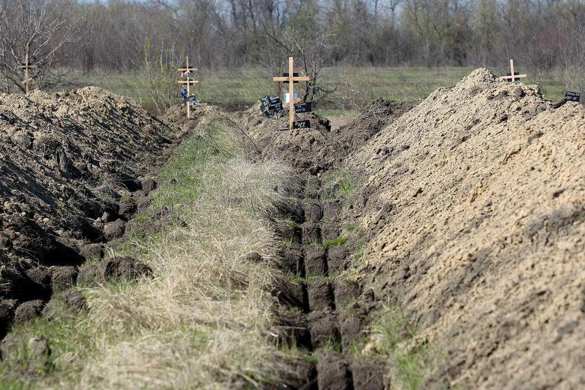 Tak wyglądają groby dla ofiar koronawirusa na Ukrainie