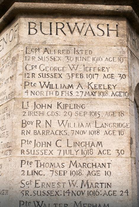 Spomen-obeležje u Bervošu, u Istočnom Saseksu, na kome stoji i ime Džona Kiplinga