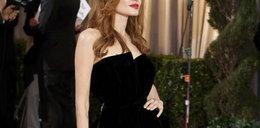 Nogi Angeliny Jolie
