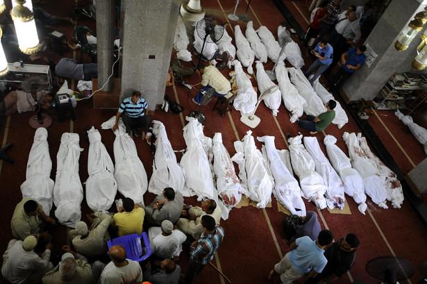Demonstranci zabici w starciach w Kairze