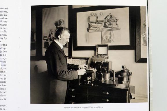 Od 1926. godine, počeo je da slavi rođendane pozivajući novinare u hotel u kome je živeo