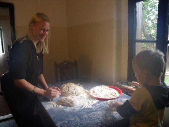 Prilikom boravka u Srbiji treba naučiti i kako se mesi hleb