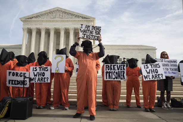 Z problemem przetrzymywanych na Kubie więźniów musi się teraz zmierzyć prezydent Joe Biden.