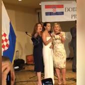 Kolinda se pohvalila da ima dobre odnose sa Trampom, a onda je uzela mikrofon u ruke i uradila nešto NEČUVENO(VIDEO)
