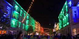 Light Move w Łodzi. Tysiące widzów podziwiają festiwal światła. Tłum na Piotrkowskiej, szał na Rondzie Solidarności