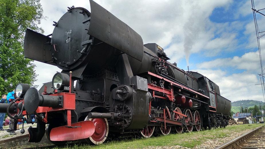 Pociąg Transwersalny retro z Nowego Sącz do Krynicy-Zdroju przez Dolinę Popradu, 2019 r.