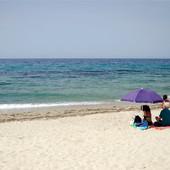Grci upozoravaju, ali turisti opsedaju ovu plažu, a sada je SRPSKI TURISTA i snimio zašto JE OPASNA (VIDEO)