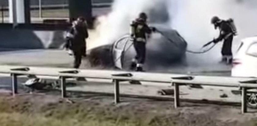 Horror na polskiej autostradzie. Kobieta spłonęła żywcem w aucie. Wstrząsający FILM
