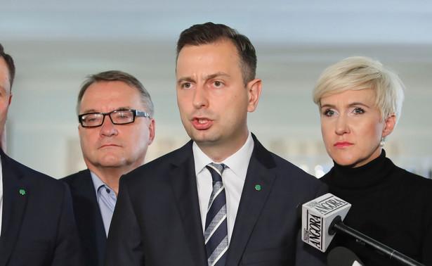 Z całą pewnością Władysław Kosiniak-Kamysz jest kandydatem PSL na prezydenta i partia stoi w tej sprawie murem za swoim prezesem - powiedział w poniedziałek w Radiu RMF FM poseł PSL Władysław Teofil Bartoszewski.