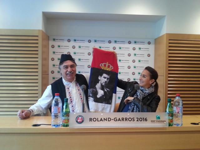 Žarko Petković sa čuvenom zastavom na Rolan Garosu 2016.